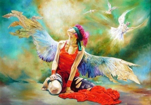 женщина с крыльями с повязкой на глазах